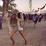 """14. April 2014: Love is in the air: Auf dem US-Musik Festival """"Coachella"""" in Indio erscheint Mandy im perfekten Hippie-Look."""