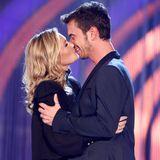 """12. Oktober 2013: Beim """"Herbstfest der Träume"""" in Erfurt empfängt Florian Silbereisen seine Freundin Helene Fischer, die sich mit einem Kuss bei dem Moderator bedankt."""