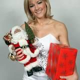 1. Juli 2008: Schon im Sommer posierte Helene Fischer für ein Shooting mit Weihnachtsmann und -geschenken.