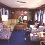 An Bord befinden sich verschiedene Gemeinschaftssalons.