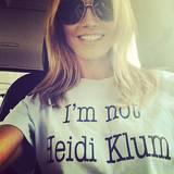 """An diesem Bild, auf dem sie ein T-Shirt mit der Aufschrift """"Ich bin nicht Heidi Klum"""" trägt, hat bisher übrigens niemand etwas auszusetzen ..."""