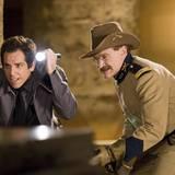 """2006: In der Komödie """"Nachts im Museum"""" spielt Williams an der Seite von Ben Stiller. Der zweite Teil erscheint 2009 und im Januar 2014 steht das Duo bei Dreharbeiten für Teil drei wieder gemeinsam vor der Kamera."""