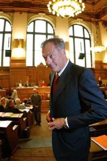 """Hamburgs Skandal-Innensenator Ronald Barnabas Schill wird im """"Promi Big Brother""""-Haus nach dem Rechten schauen. Seinen Einzug hat der 55-Jährige laut """"Bild"""" an die Bedingung geknüpft, dass auch """"Teppichluder"""" Janina Youssefian mit einzieht. Was Ronald Schill zu seinem Einzug bei """"Promi Big Brother"""" bewegt hat - außer Youssefian - ist bislang noch ein Rätsel. Als Sympath ist der 55-Jährige bislang noch nicht groß in Erscheinung getreten. Seine Siegchancen sind gleich Null."""