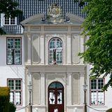 Der erste gemeinsame Wohnsitz von Prinz Joachim und Prinzessin Marie von Dänemark war, neben einem Appartment in Schloss Amalienborg in Kopenhagen, das Barockschloss Schackenborg, das im kleinen Örtchen Møgeltønder im Süden von Jütland liegt.