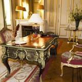 2012 erlaubte der damalige König Albert II. einen Blick in sein privates Arbeitszimmer auf Schloss Laeken. Der Schreibtisch wirkt extrem aufgeräumt und nüchtern. Privatfotos sucht man hier vergebens.