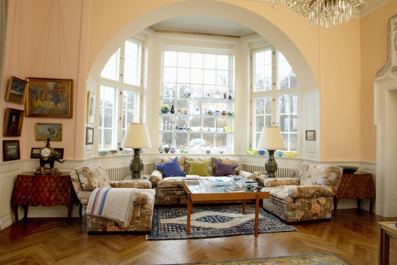 Gemütliche Sofas und Sessel laden im Ecksalon zum Entspannen an.