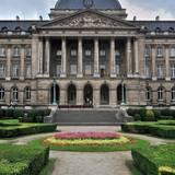 Die belgische Königsfamilie residiert auf Schloss Laeken, das im Norden Brüssels liegt.