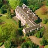Beim Blick von oben auf Eikenhorst sieht man mehr vom prächtigen Garten.