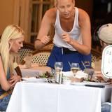 Essen? Fehlanzeige! Tara Reid lässt beim Dinner sogar ihren mickrigen Salat zurückgehen.