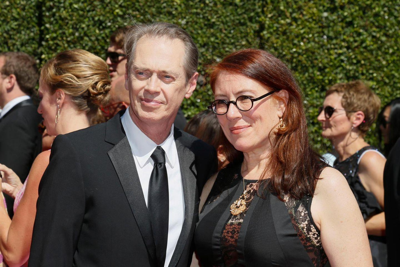 Steve Buscemi besucht die Verleihung mit seiner Ehefrau, der Regisseurin Jo Andres.