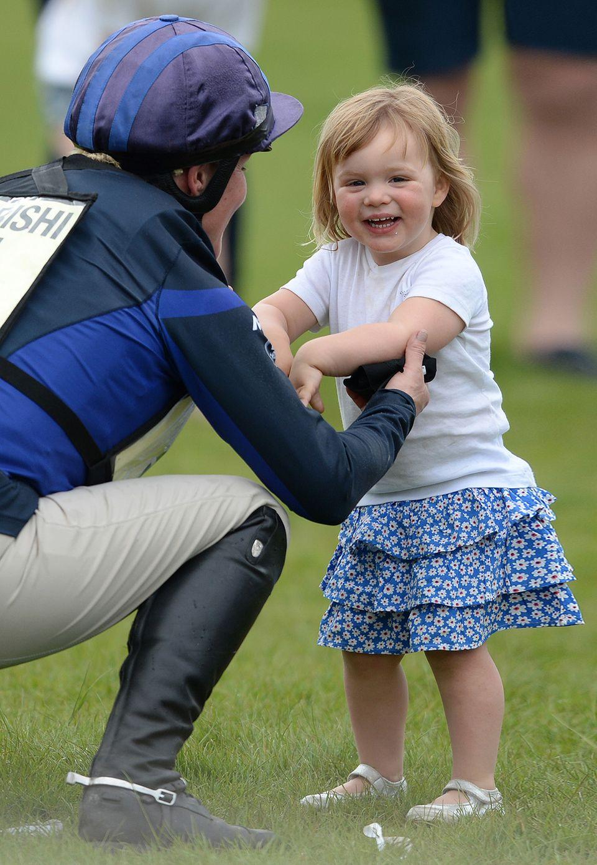Zara Tindalls Töchterchen Mia Grace ist die Urenkelin von Queen Elizabeth und mit ihren 2 Jahre ein richtiger Wonneproppen.