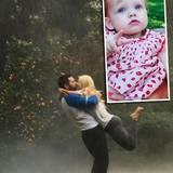 """Warum sich alle Stars Regen statt einem kleinen Sonnenschein wünschen, bleibt wohl ein Rätsel. Doch auch Christina Aguilera hat ihr Kind nach dem Regen benannt. Vielleicht fiel ihr und Matthew Rutler der Name """"Summer Rain"""" aber auch beim romantsichen Kuss im kühlen Nass ein."""