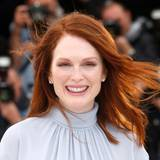 Julianne Moore = Julie Anne Smith