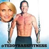 """Für ihren sportlichen und durchtrainierten Körper wird Cameron Diaz von vielen beneidet. Wie diszipliniert sie dafür arbeiten musste, weiß Personal-Fitnesstrainer Teddy Bass: """"Ich habe Cameron ganze Serien an Übungen machen lassen - Step-Ups, Squats, Dehnübungen oder Armübungen"""", verriet er."""