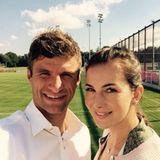 Diese Liebe hält schon ewig: Thomas Müller ist Lisas erster Freund, sie sind seit 2007 ein Paar und heirateten zwei Jahre später. Miss Müller betreibt zusammen mit ihrer Familie einen Reiterhof und ist selber begeisterte Turnierreiterin.