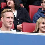 André Hahn bringt Freundin Ragna Bauer mit auf die Tribüne. Der ehemalige Spieler vom FC Augsburg wechselt in dieser Saison zu Borussia Mönchengladbach.