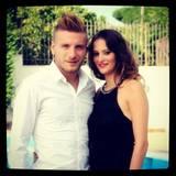 Kurz vor seinem Wechsel aus Turin nach Dortmund heiratete Ciro Immobile seine langjährige Freundin Jessica Melena. Das Paar hat eine einjährige Tochter.