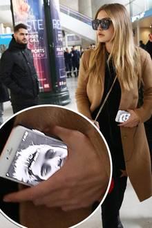 Topmodels wie Gigi Hadid sind eben auch nur normale Menschen - da macht erst recht die Liebe keinen Unterschied. Damit sie ihren Schatz Zayn Malik unterwegs immer bei sich trägt, ziert sein Selfie den Sperrbildschirm ihres iPhones. Niedlich!