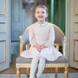 Nummer 2  Prinzessin Estelle Silvia Ewa Maryheißt die erste und älteste Tochter von Prinzessin Victoria und ihrem Mann Prinz Daniel. Die Prinzessin kam am 23. Februar 2012 zur Welt.