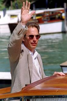 1995  Kevin Costner zählt zu den Gästen des 52. Venedig Filmfestival.