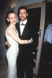 """Brad Pitt und Juliette Lewis  Bei den Dreharbeiten zum Film """"Zum Sterben viel zu jung"""" im Jahre 1990 lernt Brad Juliette Lewis nicht nur kennen, sondern auch lieben. Es folgt eine dreijährige Beziehung."""