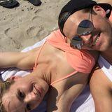 """""""Sommer, Sonne, Sonnenschein!"""" So entspannt verbringen die beiden Liebenden, Anna Hofbauer und Marvin Albrecht, ihren ersten Jahrestag zusammen."""
