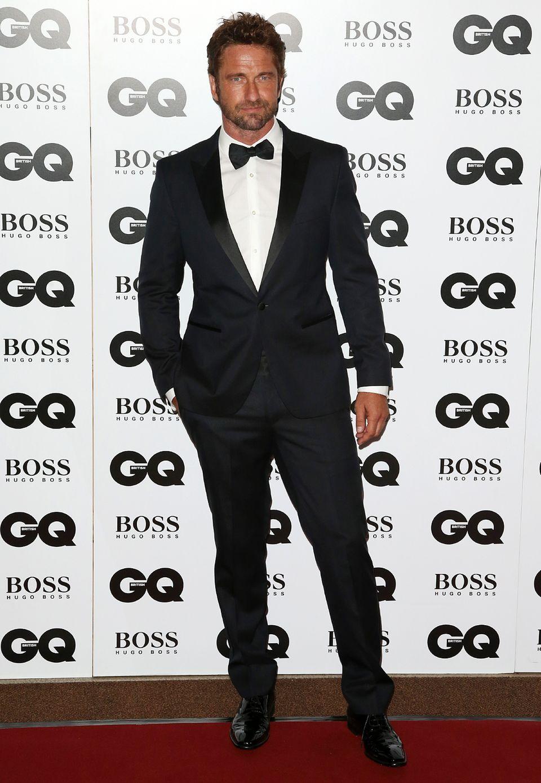 Gerard Butler strahlt auch im edlen Tuxedo seine gewohnte Lässigkeit aus.