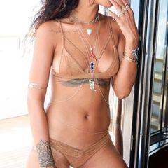 Die barbadische Pop-Sängerin spielt gerne mit ihren Reizen.
