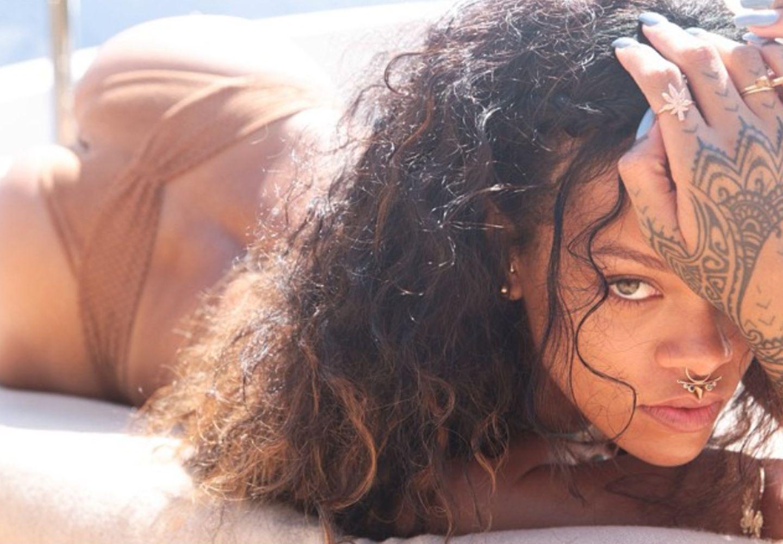 Heiß, heißer, Rihanna: Sie weiß, wie man lasziv in die Kamera blickt.