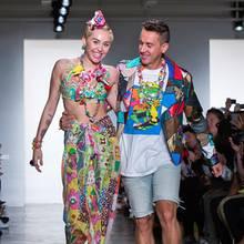 Miley Cyrus wird Model! Zumindest für die bunte Show von Designer Jeremy Scott.