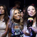 Sylvie Meis und Lilly Becker geben vor der Show von Custo Barcelona noch schnell ein Interview.