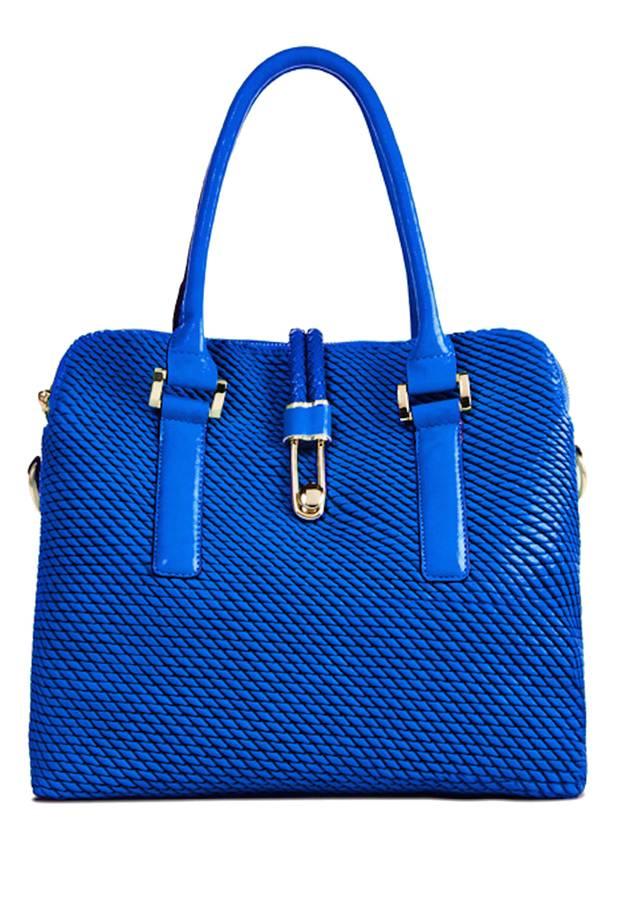 Blau, Kordeln, Schuppen-Optik – für alle, die es maritim lieben. Handtasche über www.justfab.de, ca. 40 Euro