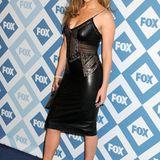 """Januar 2014:  Die Pop-Sängerin geht gerne aufs Ganze und trägt auf der """"Fox All-Night-Party"""" ein gewagtes Lederkleid mit transparenten Spitzen-Dekolleté."""