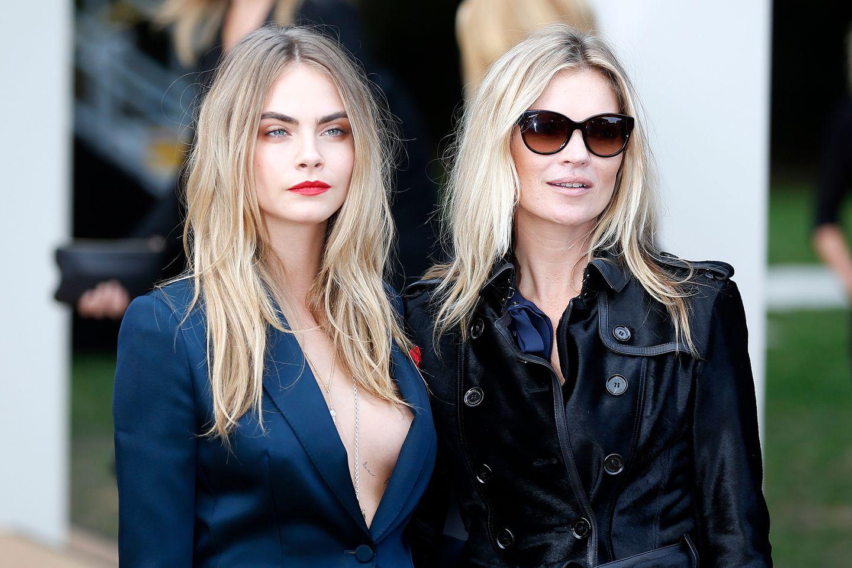 Top-Models unter sich: Cara Delevingne und Kate Moss zeigen sich gemeinsam bei der Show von Burberry. Erst im Frühjahr haben die zwei für eine Kampagne des Labels zusammen vor der Kamera gestanden.