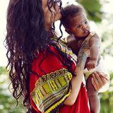 Ganz versunken schmust Rihanna mit ihrer Großcousine Majesty.