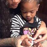 Die kleine Majesty ist Rihannas Lieblingsnichte. Jede freie Minute wird zusammen verbracht. Diesmal gönnen sich die beiden eine Maniküre.