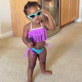 So langsam macht sich der Einfluss von Tante Rihanna bemerkbar. Majesty posiert mit heißer Sonnenbrille und im feschen Bikini.