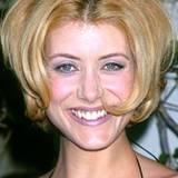 Ihre Experimentierfreudigkeit hat Kate Walsh bereits Ende der 90er-Jahre ausgelebt. Doch nicht immer hatte sie dabei ein glückliches Händchen für eine tolle Frisur und ließ sich zu dieser Volumen-Panne hinreißen.