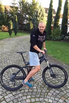 Christian Tews macht Ausdauertraining mit dem Fahrrad.