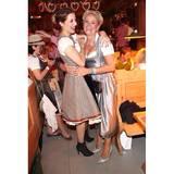 """""""Gestern haben wir die Mutti gefeiert!"""" postet Verena Kerth. Claudia Effenberg und Verena amüsieren sich prächtig."""