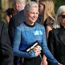 Von Michelle Williams hat man längere Zeit nichts gesehen, umso schöner strahlt sie dafür auf dem Weg zur Show von Louis Vuitton.