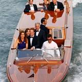 Cindy Crawford und Rande Gerber werden per Wassertaxi zur Trauung gebracht.