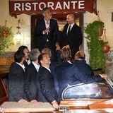 """George Clooney feiert seinen Junggesellenabschied zusammen mit Freunden im Restaurant """"Da Ivo""""."""