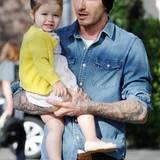 Nach drei Söhnen war die Freude bei Victoria und David Beckham riesig, als mit Harper Seven auch ein Mädchen in die Familie geboren wurde. Damit sie ihren Schützling rund um die Uhr beobachten konnten, ließen sie von Designer Damien Hirst ein Babyfon mit Monitor für 12.500 Euro anfertigen.