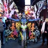 Das fertige Schmetterlingskostüm präsentiert Heidi Klum in New York City, wo auch ihre jährliche Halloween-Party stattfindet.