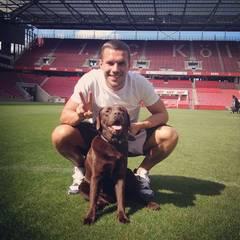 Am Welthundetag schickt Lukas Podolski seinem Hund eine Liebeserklärung auf Instagram.