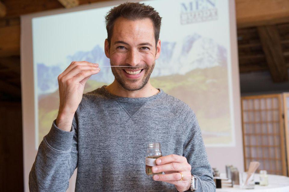 An Tag 2 hat Moderator Alexander Mazza bei der Baldessarini Smelling Trophy den richtigen Riecher.