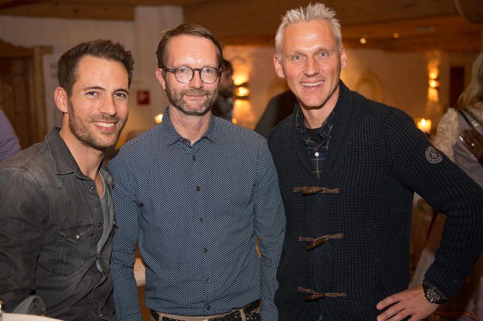 Auch Moderator Alexander Mazza, Marcus Luft (Mode-Chef/Mitglied GALA-Chefredaktion) und Marc Freyberg (Brax) gesellen sich an die Bar.