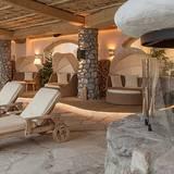 Am Nachmittag können die Buddies im 12.000qm großen Stanglwirt-Spa zum Beispiel bei einem Kiehl's Refueling Weekend Facial oder einer Massage entspannen.