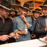 """Das Team """"Platzhirsche"""" geht mit Jörg Bernicken (Moët Hennessy), Jens Höllein (Mustang), Jonas Wolf (Geschäftsführer GALA), Alexander Stilcken (Gala) und Thomas Seeger-Helbach (Mäurer & Wirtz) an den Start.  Gemixt werden die Cocktails zum Beispiel mit Tanqueray no. Ten und Johnnie Walker Gold Label Reserve."""